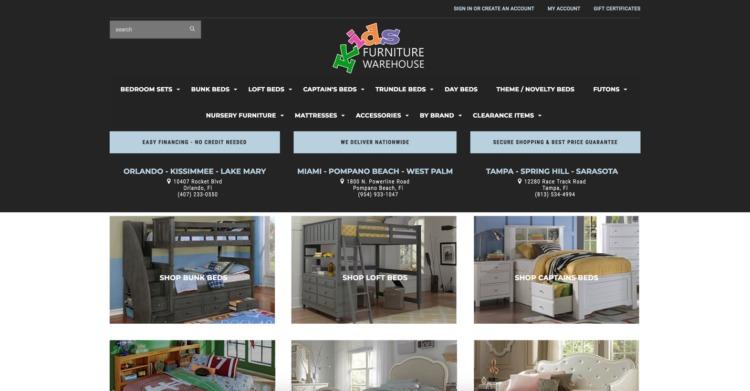 Magazzino di mobili per bambini