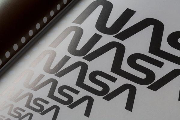 """Variazioni del logo NASA nero da grande a piccolo """"srcset ="""" https://blog.hubspot.com/hs-fs/hubfs/005_NASA-800.jpg?t=1537726129730&width=300&name=005_NASA-800.jpg 300w, https: / /blog.hubspot.com/hs-fs/hubfs/005_NASA-800.jpg?t=1537726129730&width=600&name=005_NASA-800.jpg 600w, https://blog.hubspot.com/hs-fs/hubfs/005_NASA- 800.jpg? T = 1537726129730 e larghezza = 900 & nome = 005_NASA-800.jpg 900w, https://blog.hubspot.com/hs-fs/hubfs/005_NASA-800.jpg?t=1537726129730&width=1200&name=005_NASA-800.jpg 1200w, https://blog.hubspot.com/hs-fs/hubfs/005_NASA-800.jpg?t=1537726129730&width=1500&name=005_NASA-800.jpg 1500w, https://blog.hubspot.com/hs-fs /hubfs/005_NASA-800.jpg?t=1537726129730&width=1800&name=005_NASA-800.jpg 1800w """"sizes ="""" (larghezza massima: 600px) 100vw, 600px"""