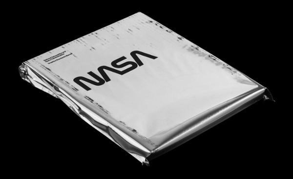 "Il foglio di copertina bianco del manuale Standards della NASA ""srcset ="" https://blog.hubspot.com/hs-fs/hubfs/001_NASA-1600.jpg?t=1537726129730&width=300&name=001_NASA-1600.jpg 300w, https: / /blog.hubspot.com/hs-fs/hubfs/001_NASA-1600.jpg?t=1537726129730&width=600&name=001_NASA-1600.jpg 600w, https://blog.hubspot.com/hs-fs/hubfs/001_NASA- 1600.jpg? T = 1537726129730 e larghezza = 900 & nome = 001_NASA-1600.jpg 900w, https://blog.hubspot.com/hs-fs/hubfs/001_NASA-1600.jpg?t=1537726129730&width=1200&name=001_NASA-1600.jpg 1200w, https://blog.hubspot.com/hs-fs/hubfs/001_NASA-1600.jpg?t=1537726129730&width=1500&name=001_NASA-1600.jpg 1500w, https://blog.hubspot.com/hs-fs /hubfs/001_NASA-1600.jpg?t=1537726129730&width=1800&name=001_NASA-1600.jpg 1800w ""sizes ="" (larghezza massima: 600px) 100vw, 600px"