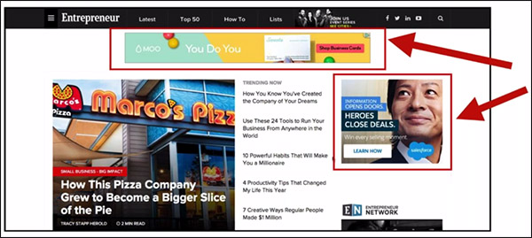 indicando due banner pubblicitari diversi attorno a una pagina web