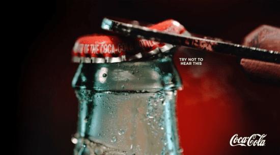 Bottiglia di Coca-Cola - Cerca di non ascoltare questa campagna pubblicitaria