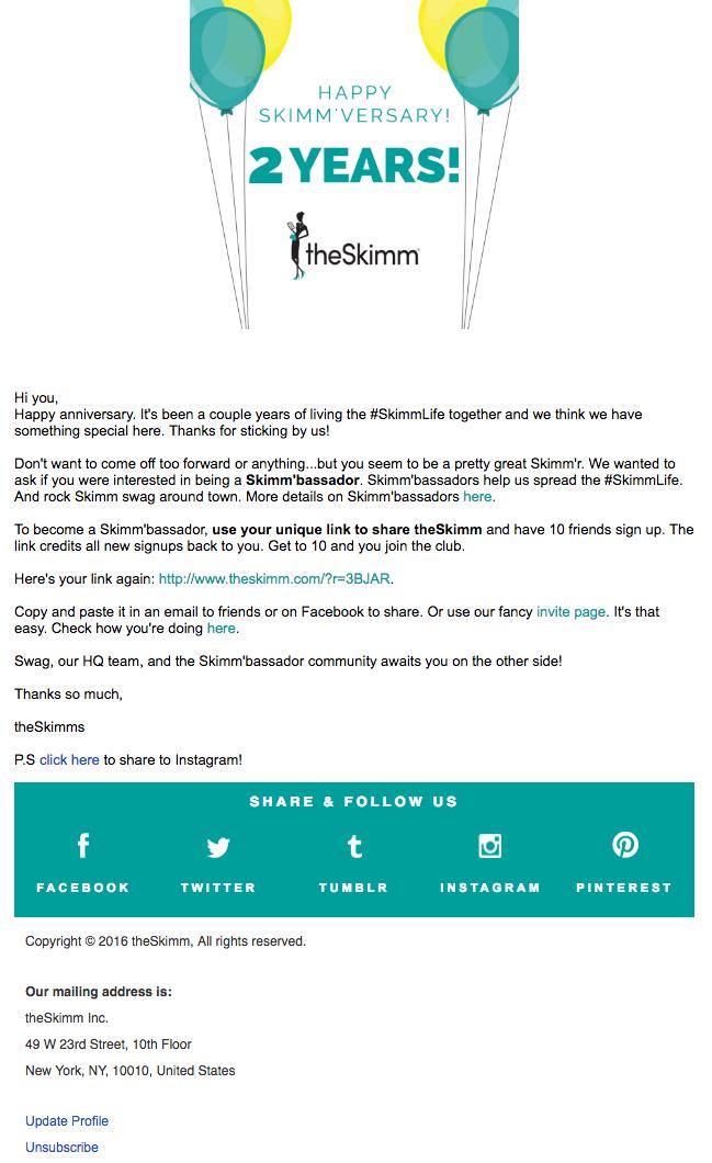 """Esempio di campagna di marketing via email dello Skimm che celebra l'anniversario di abbonati di un utente """"width ="""" 649 """"height ="""" 1060"""