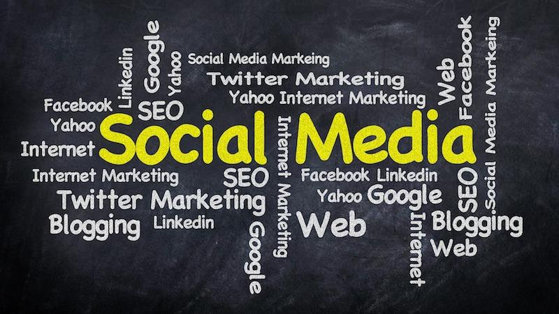 Come utilizzare i social media e le recensioni online per ricercare una società