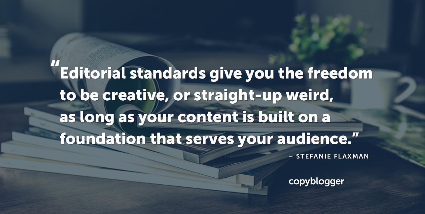 Gli standard editoriali ti danno la libertà di essere creativi o direttamente strani, a condizione che i tuoi contenuti siano costruiti su una base che serva il tuo pubblico. - Stefanie Flaxman