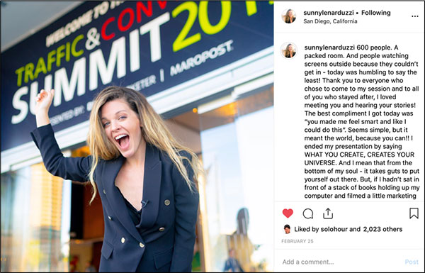 Post di Instagram di Sunny Lenarduzzi che parla della sua esperienza durante una conferenza di marketing
