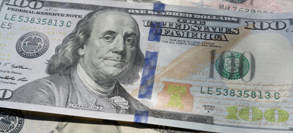 banconota da cento dollari.