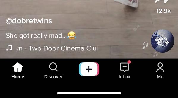 Barra di navigazione nella parte inferiore della schermata dell'app TikTok
