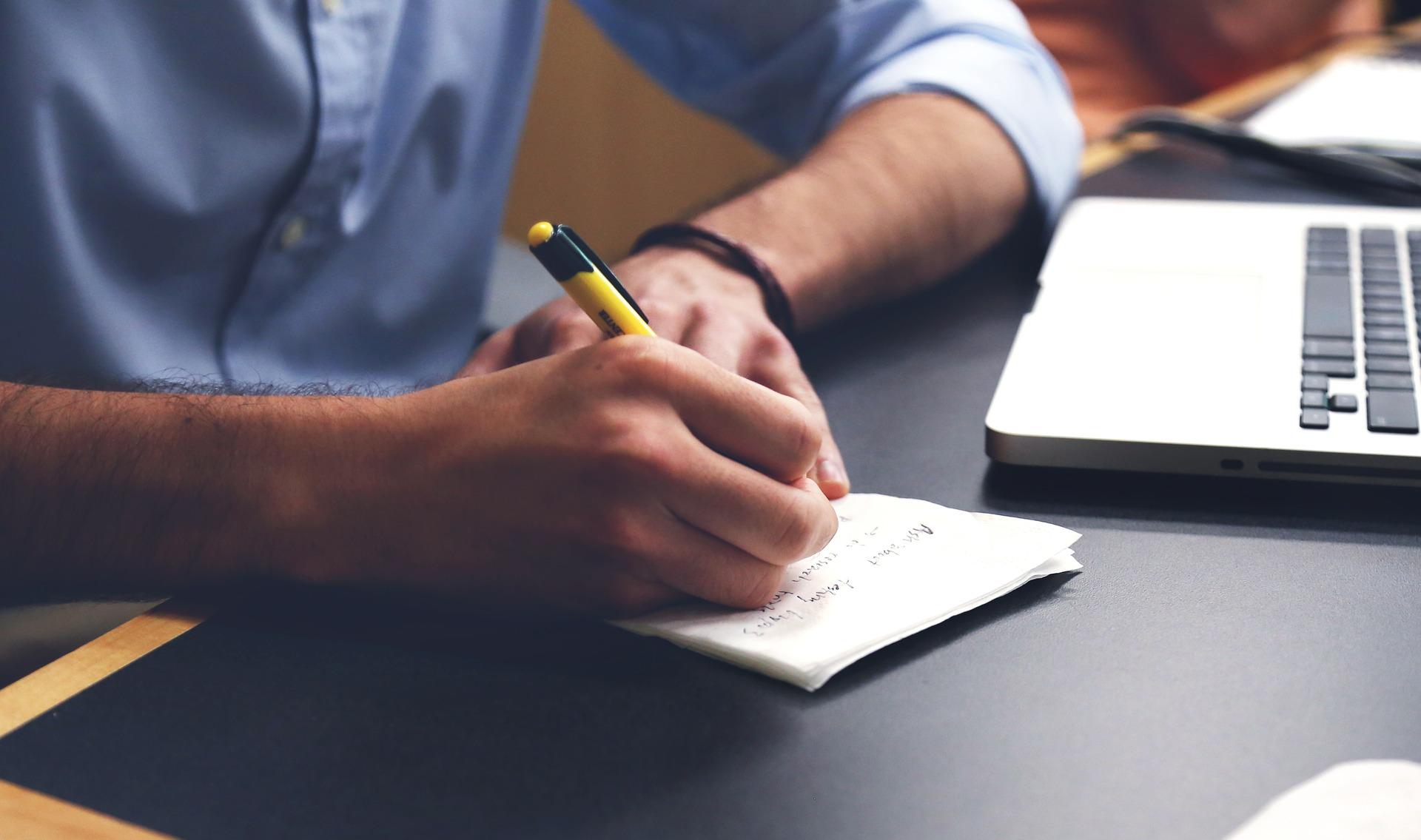 Scopri come scrivere un fantastico comunicato stampa sui social media