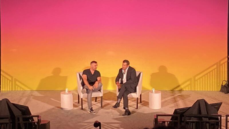 Blake Chandlee, vicepresidente di TikTok, parla con Gary Vaynerchuk di VaynerMedia alla Advertising Week 2019