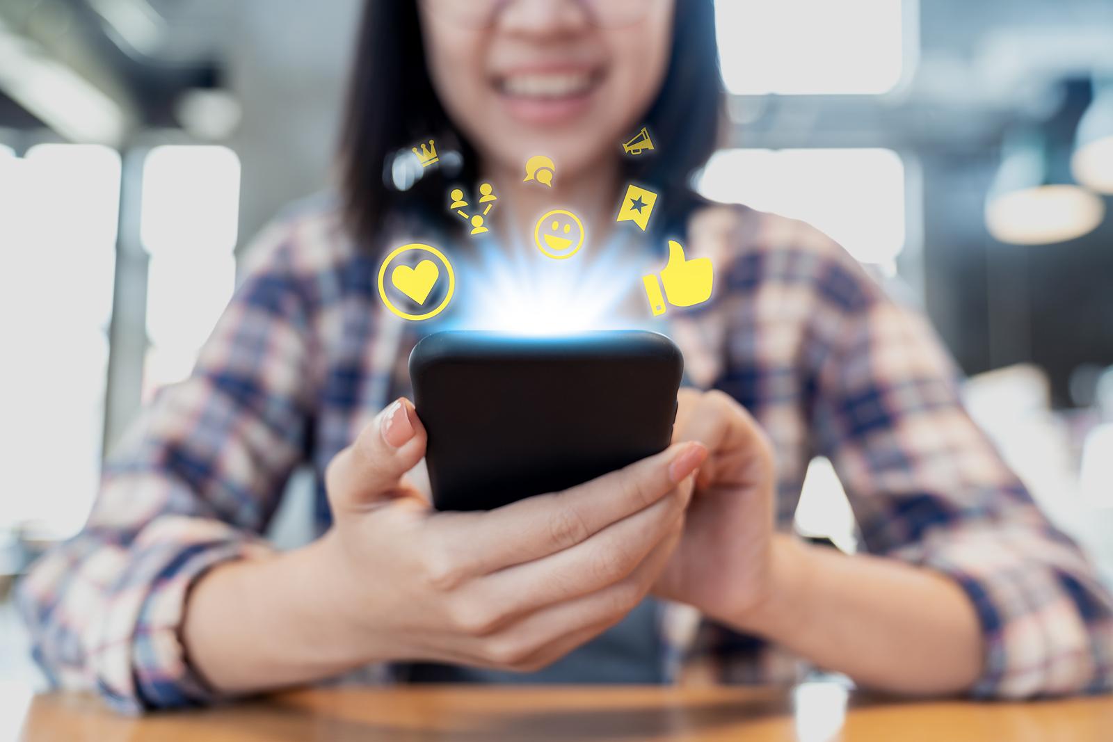 Il ruolo dei social media nel mondo della pubblicità petrolifera del CBD