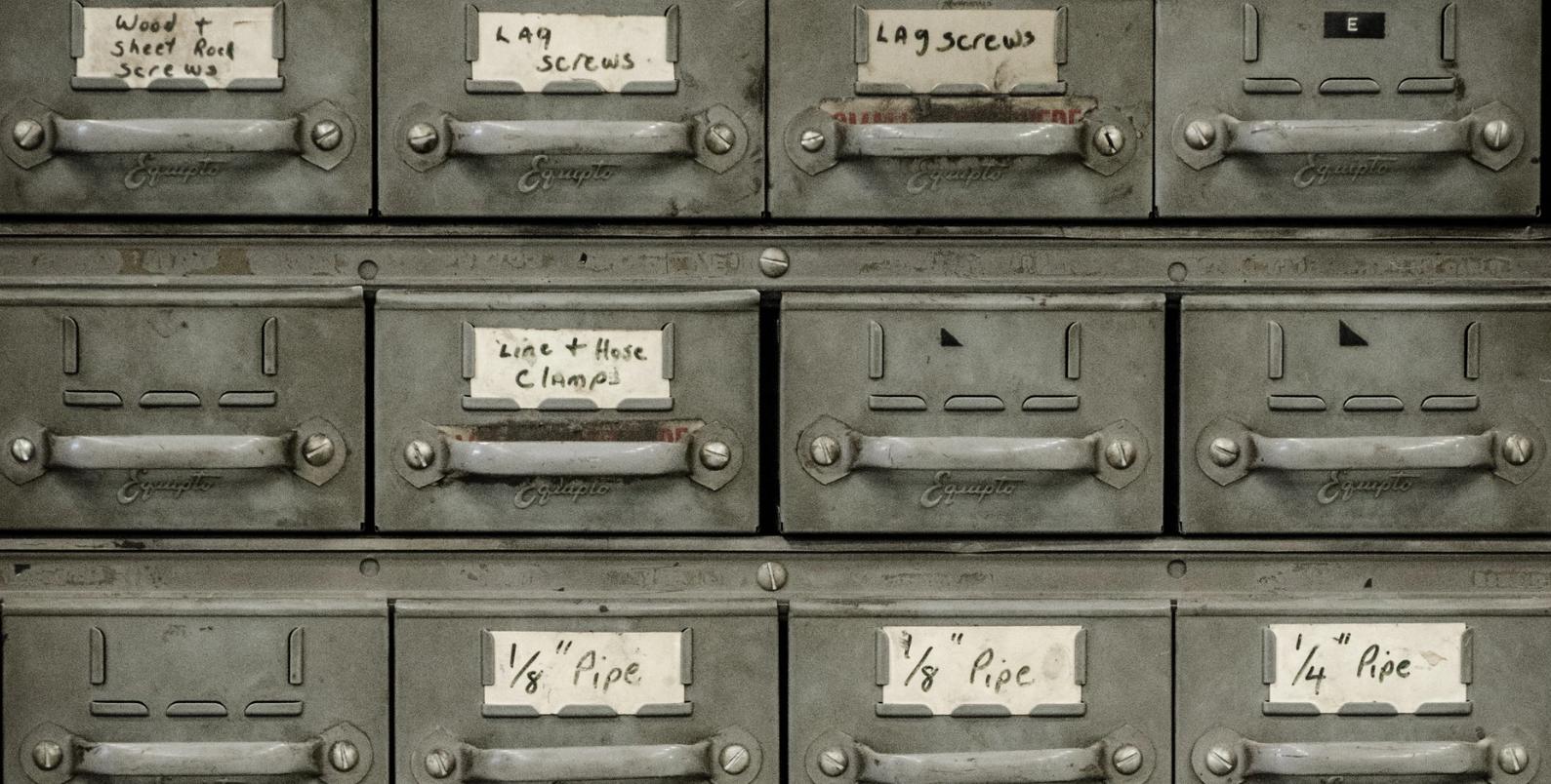 Tracciamento di più domini: configurazione e creazione di report per decine di siti