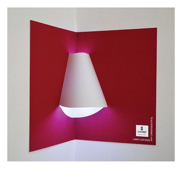 Annuncio di stampa interattiva di Lladro Lighting con paralume incluso nel libro a comparsa.