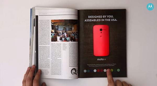 Annuncio di stampa interattivo di Motorola e Wired Magazine che modifica il colore dello smartphone sulla pagina.