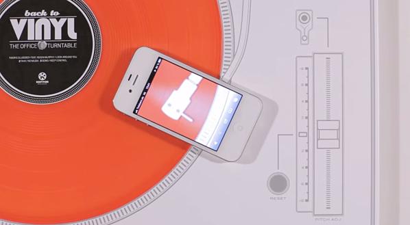 Annuncio di stampa interattivo di Kontor Records incluso disco in vinile riproducibile con uno smartphone.