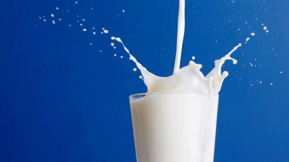 esempio di foto d'archivio del bicchiere di latte.